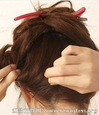 短发梨花头怎么扎好看 图解短发发型扎法步骤教程【3】