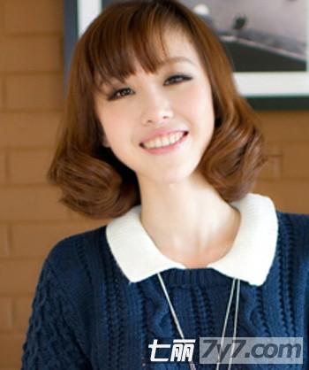 最新女生短发烫发发型图片 时尚短卷发甜蜜过冷冬【2】