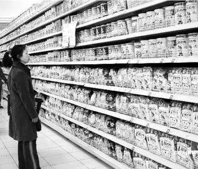 限购奶粉香港出现抢购潮 扫货兵团六成内地人(图)