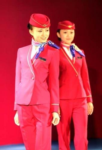 据了解,外航的初选空姐条件为:未婚、身体健康、品貌端庄、高清图片