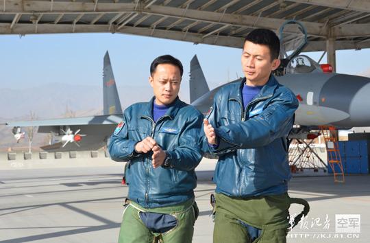 中国空军开展实战化对抗练习空中格斗