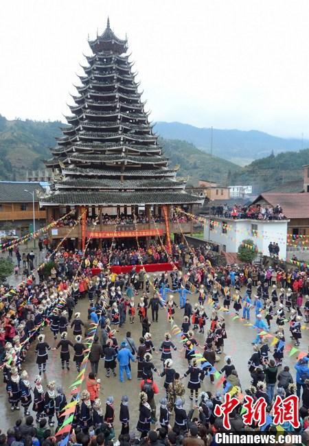 广西龙胜举行侗寨鼓楼文化节 闹春 也要原生态