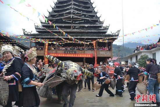 广西龙胜举行侗寨鼓楼文化节 闹春 也原生态