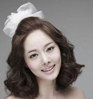 梨花头是韩式婚纱照新娘发型最热门的一款发型之一,将头发都简单图片