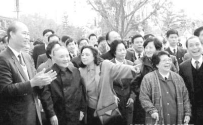 1992中国经济_1992年,邓小平同志南巡发表重要谈话,对中国经济改革与社会进步...