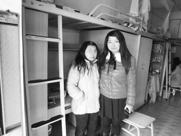 四川都江堰20岁女孩患怪病 身体至今发育不全