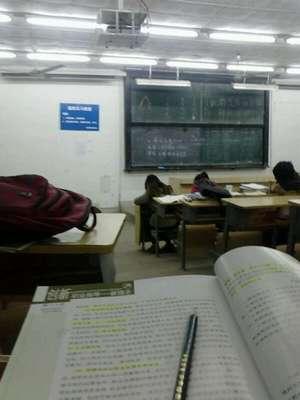 图为南京审计学院的通宵自习室。