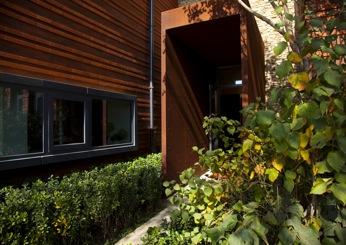 以及室外防腐木作为主要装饰材料
