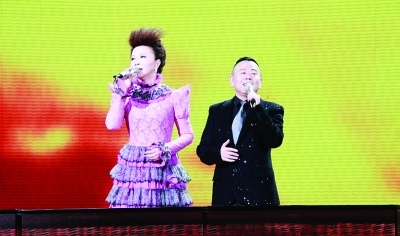兩台元宵晚會驚喜連連蔡明潘長江把歌唱成小品