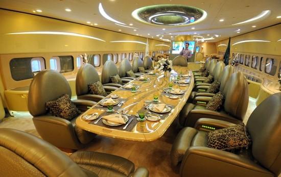 探秘富翁奢华私人飞机 音乐厅、豪华宝座一切皆有可能