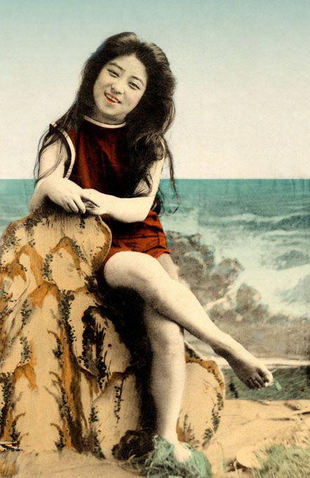 妩媚动人!旧时日本艺妓泳装私照曝光组图