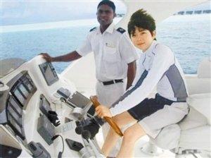 深圳16岁富二代拥美女有飞机开游艇火爆网络