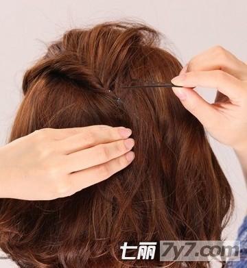 时尚            名媛气质显瘦短发编发 步骤四:拉到脑后中间的位置后