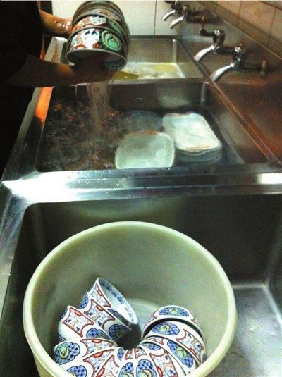 吉野家被曝餐具基本不消毒 废弃米饭重上桌