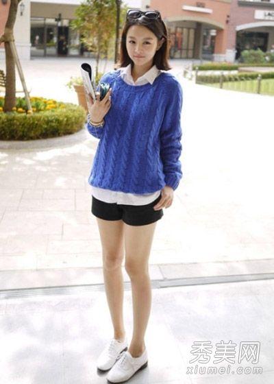 [提要]宝蓝色毛衣搭配白色衬衫