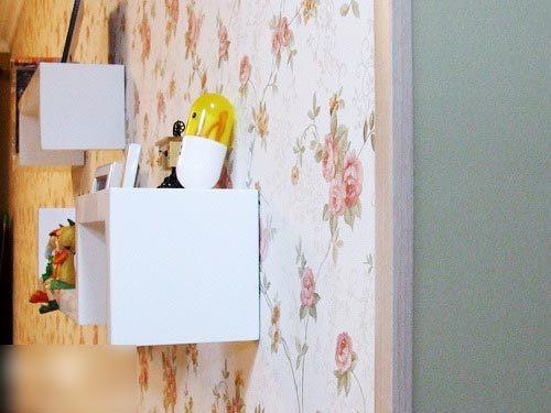 转角木条    装修工人的建议下,贴墙纸的转角处,用了转角木高清图片