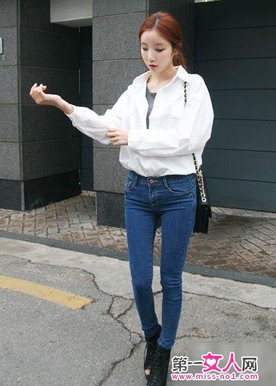 白色衬衫搭配牛仔裤,经典不败的搭配方式,极简风格,穿出与众不同