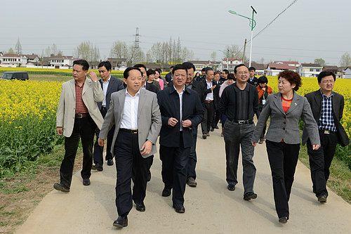 汉中市市长胡润泽深入开幕式主会场汉台区老君