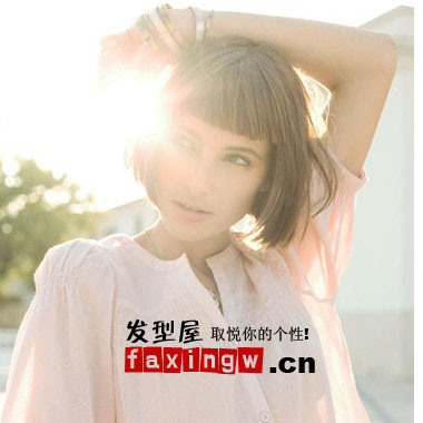 .美日混血玉城Tina时尚短发造型 黑发齐刘海的清新校花,那些年穿