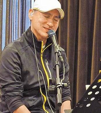 张学友录音室排练致敬张国荣曾被对方提携(图)