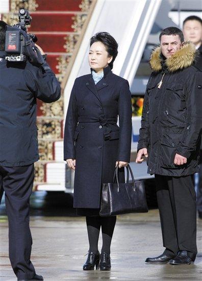 彭丽媛着装鼓舞本土时尚产业 业界称迎来新契机