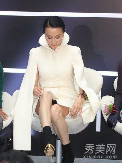 徐帆穿超短裙露内裤 女星香艳走光瞬间图片