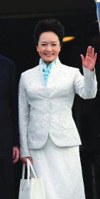 媒体盘点彭丽媛STYLE:多款优雅装扮亲和亲民