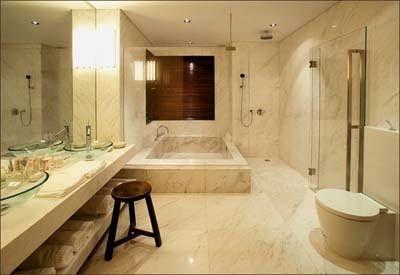 豪华浴室亮丽整洁