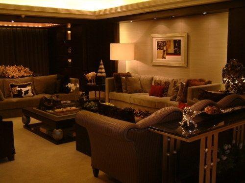 暗色调,让客厅凸显豪华与大气。