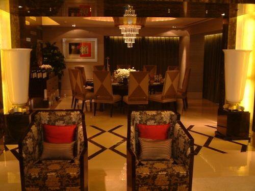 餐厅在不经意间,透露着奢华与高贵。