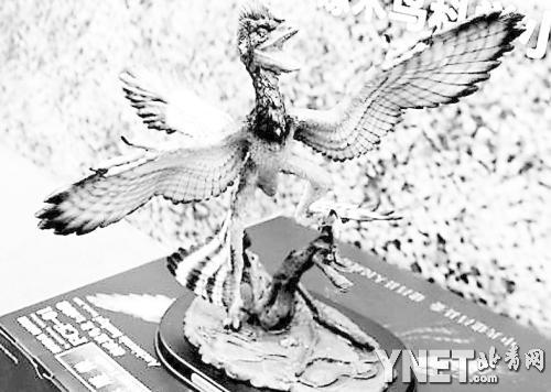 赫氏近鸟龙复原雕像