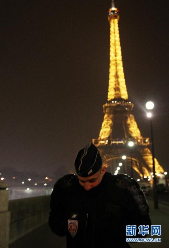 巴黎埃菲尔铁塔遭 诈 弹袭击图片