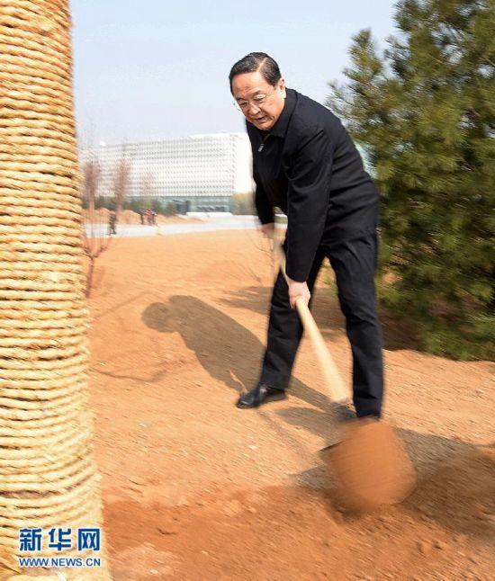(XHDW)(3)党和国家领导人参加首都义务植树活动