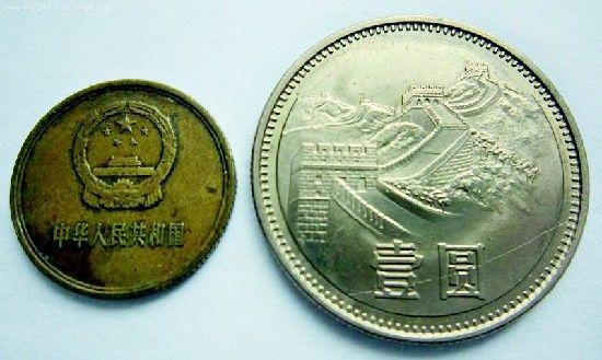 图为:86版长城币为代表的珍稀钱币吸引藏家 (记者曹大鹏摄)