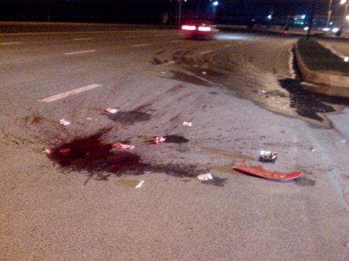 摩托车司机撞上垃圾车当场死亡 现场惨烈--四川