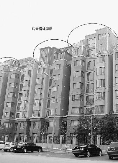 这些砖混或金属结构的违法建筑,不仅破坏了小区的整体面貌,而且严重