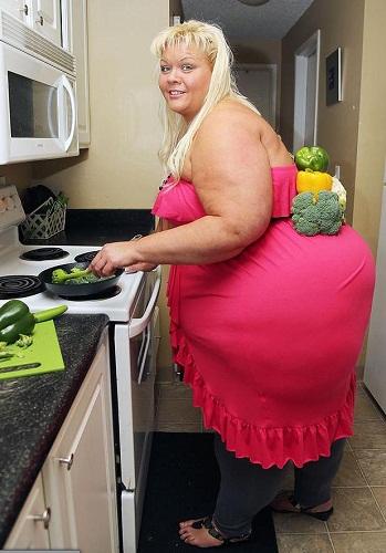 如今,曾经让芭比尴尬不已的巨臀让她名利双收
