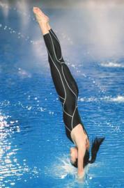 王麗坤的入水姿勢和她的臉一樣標致。。