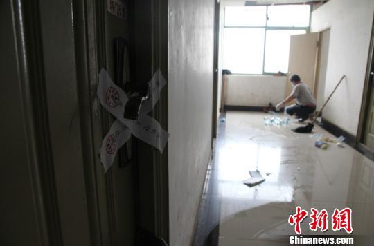 南昌航空大學宣傳部門17日18時向記者証實,當日中午,該校前湖校區一學生宿舍內發現一具腐爛的遺體,死者疑為該校研究生彭某。 姜濤 攝