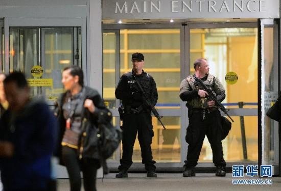 美国 医院 波士顿/4月15日夜间,两名警察彻夜封锁美国波士顿布里格姆妇科医院,...