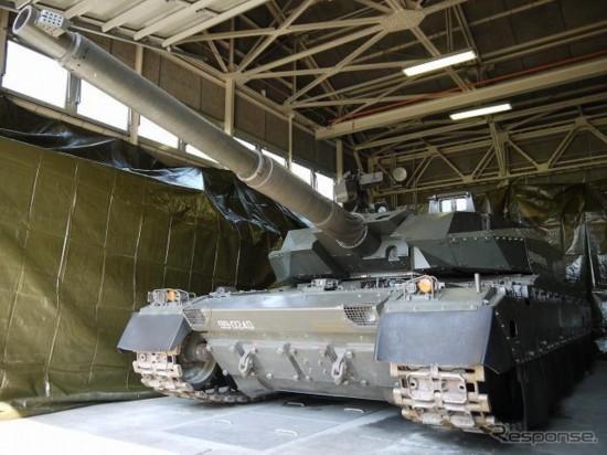 组图15P:日自展示最新10式坦克炫耀武力