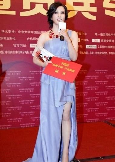 刘晓庆的大女人气质短发发型,处处透露着干练的气势.图片