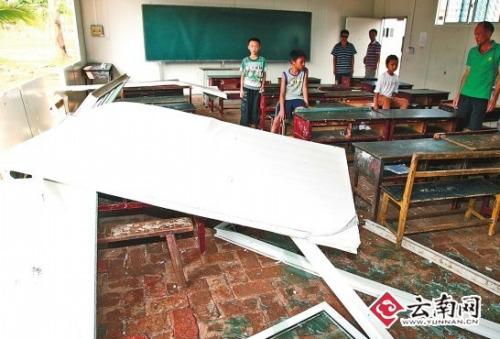 云南景洪小学教室墙被风吹塌致2学生受伤(图)