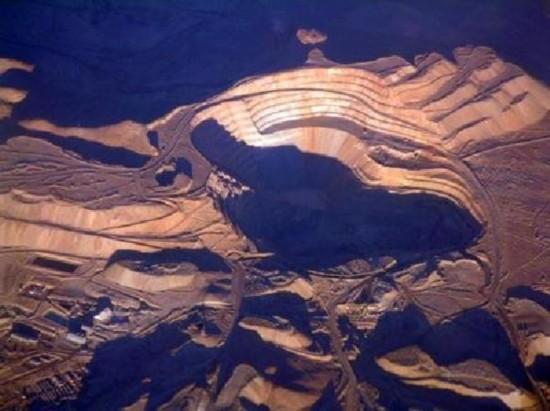 盘点地球上最大的洞 最深达1200米
