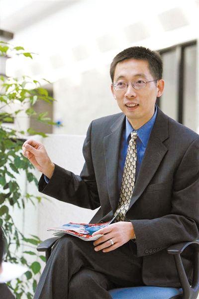 """施一公现任清华大学生命科学学院院长、医学院常务副院长,在落选中国科学院院士后表示,自己回国的目标中从来没有当院士这一条。""""回清华的主要目的是为了育人""""。"""