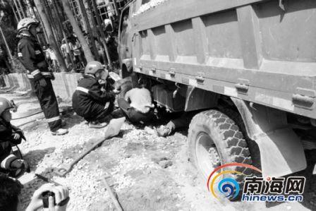 海南三亚3名学生疑遭协警追赶遇车祸全部身亡
