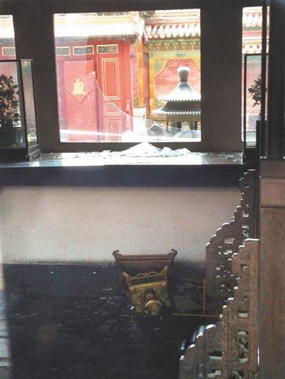 被砸的翊坤宫玻璃窗