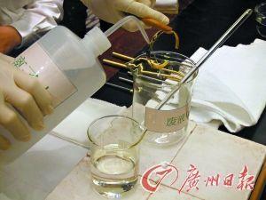 弱酸液体很容易清洗掉红斑或白雾。