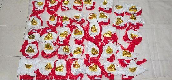 金光闪闪的金佛像、金狮子、金元宝,其实都是假的。
