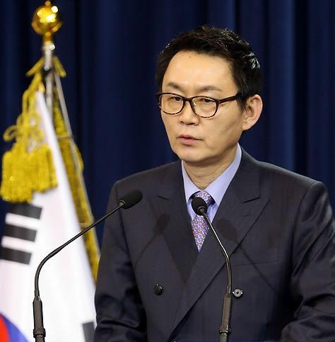 韩国前青瓦台发言人否认性骚扰当事官员口述不一